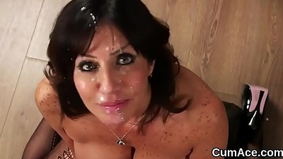 Hawt bombshell gets cumshot on their way face sucking all about the jizz