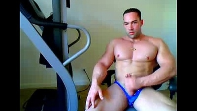 muscle straight pauper flexing and stroking on webcam - sexyladcams.com