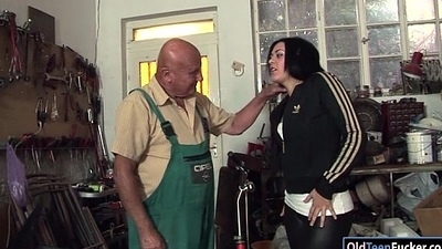 Romanian Marsha Cortez sucks coupled with fucking old bike repairman