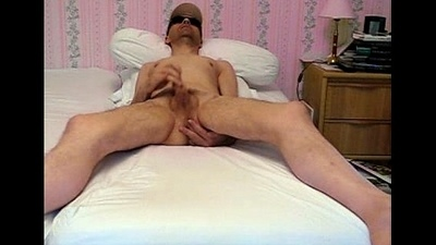 Maltreatment et &eacute_jaculation devant ma webcam.Wanking and cuming