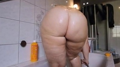 Hot Pawg taking shower Big Booty! thickamatuers.com
